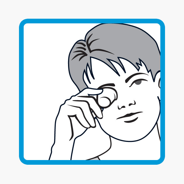 Step 3 - Hold firmly and tilt your head back with your eye open to allow the wash to bathe the surface of your eye
